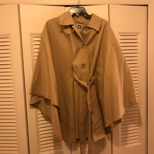 Anne Klein Tan Cape Coat Size Medium